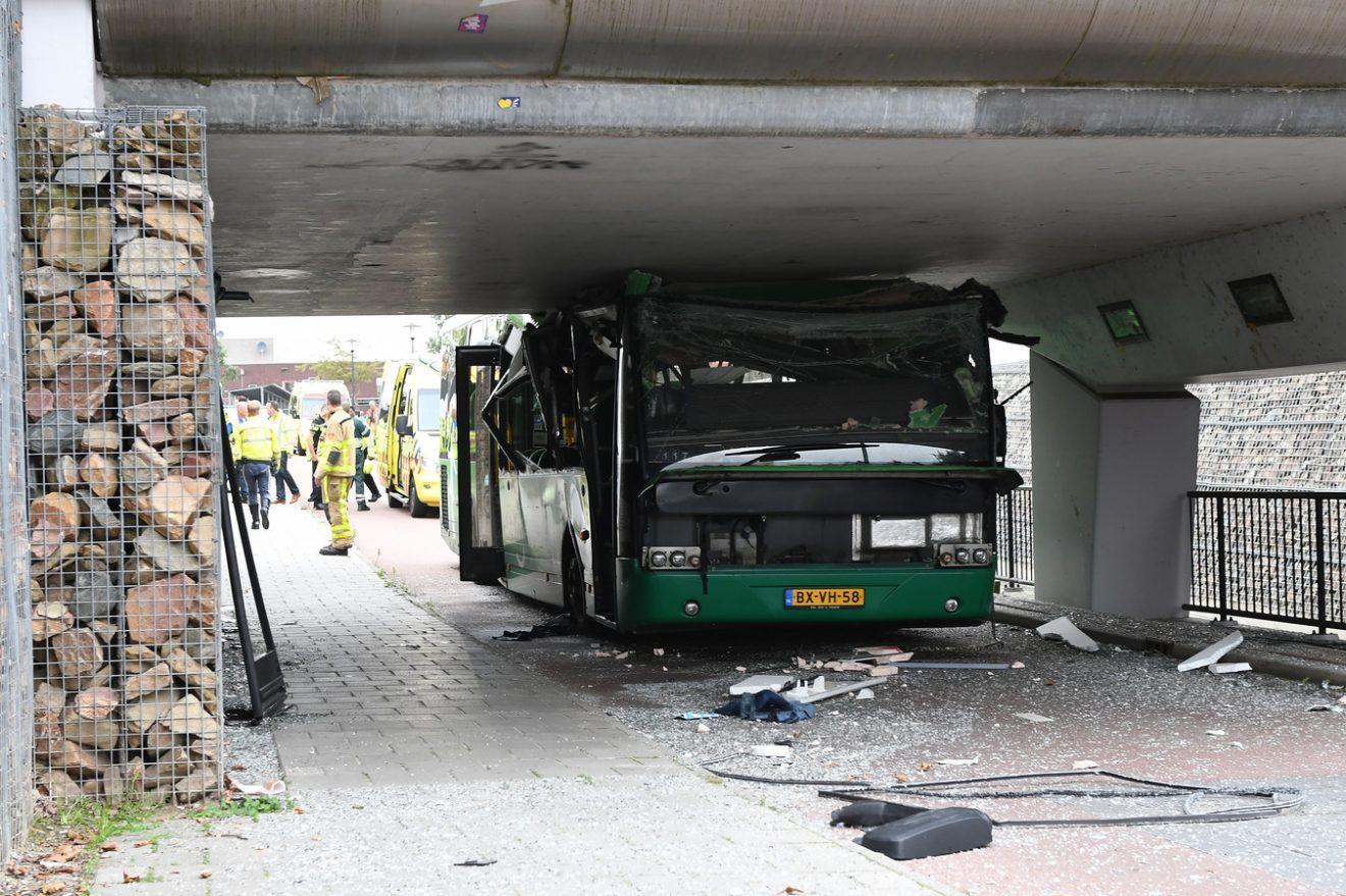 Cabrio onder brug