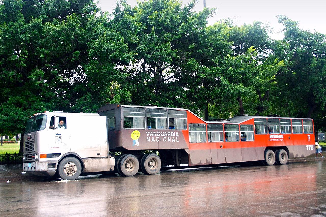 Camel_bus_in_Havana