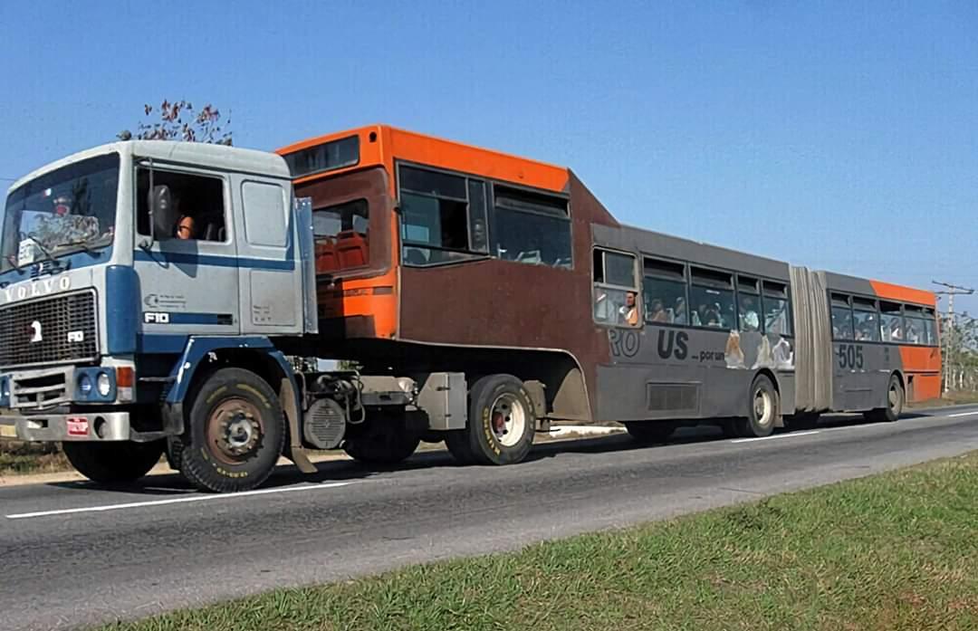 Oplegger van gelede bus