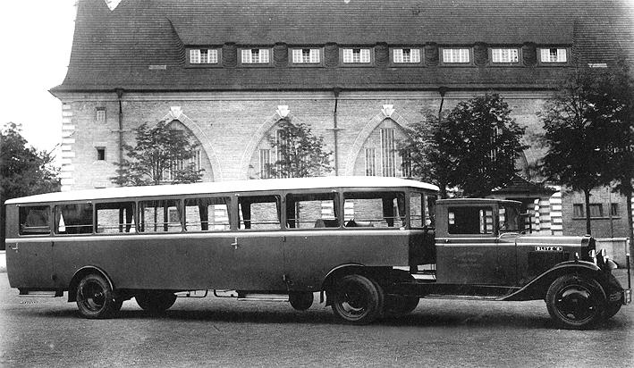Reisoplegger met Opel Blitz-tractor 1933